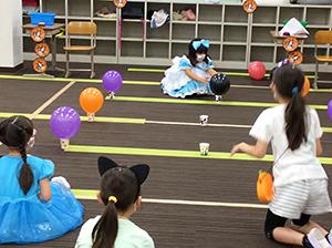 放課後クラブ北浦和校 秋フェス2020 ふわふわ風船をそっとカップの上に置こう!