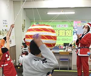 放課後クラブ戸田下前校 巨大オーナメントの正体は、巨大ピニャータでした!