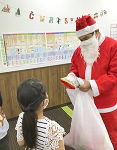 放課後クラブ戸田下前校 クリスマスイベント 本物のサンタさんがサプライズ登場!!1